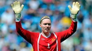Chelsea-målvakten Hedvig Lindahl tycker att det är en intressant tid att spela fotboll i England. Där satsas det mer på damfotbollen.Foto: AP