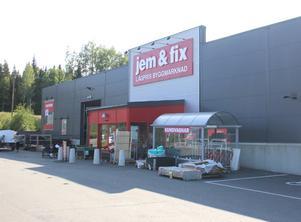 Till skillnad mot föregångarna Cheapy Bygghandel och Beijer Byggmaterial blev Jem & Fix ingen dagslända Ludvika.  Butiken öppnades hösten 2016 och är enligt koncernledningen periodvis en av de butiker som går allra bäst.
