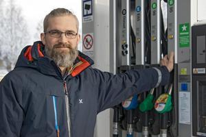 Mattias Ekström har länge undersökt möjligheterna att börja sälja fossilfri diesel.