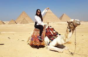 Ett av stoppen under arbetet som flygvärdinna tog Valeria Sjöbom till Egypten. Foto: Privat