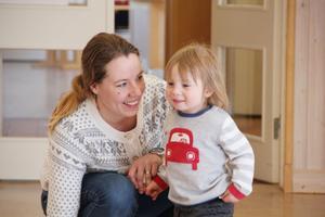 Jenny Norberg är initiativtagare till barnvagnsmarschen. Här med sin son Algot Norberg.