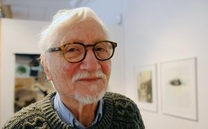 Det blev en extra energikick för 82-årige Dieter Kluge att få sätta samman en utställning med sina akvarellmålningar. Minnets envishet öppnar på Hälsinglands museum på lördag.