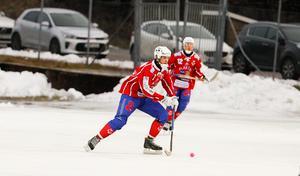 Johan Söderström gjorde ett av Västanfors två mål i premiärförlusten mot Kalix bandy.