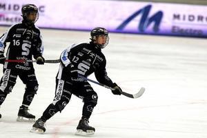 Olle Berglund gick bandygymnasiet i Sandviken och har fortfarande kontakt med flera i klubben. Extra skönt då med onsdagens seger.
