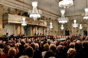 Foto: Jonas Ekströmer/TTHela kungafamiljen och drygt 500 gäster lyssnade till akademiledamöterna.