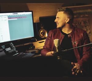 Daniel Wiklund, från Njutånger, har släppt en ny låt tillsammans med Demofabriken.