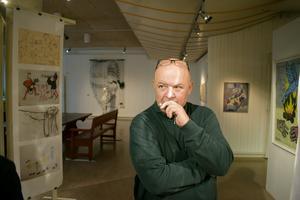 Jovica Marceta på Leksands kulturhus har arbetat med utställningen tillsammans med Jordi Arkö.
