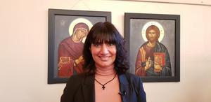 Efti Papadopoulou Georlin visade runt 50 av sina ikoner för en entusiastisk publik i det fullsatta församlingshemmet i Järna.