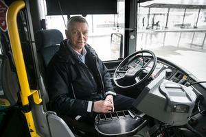Bussföraren Kenneth Sundberg är nöjd med mobilförbudet – han har sett många skräckexempel genom åren.
