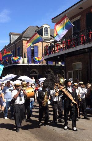 En parad med musiker och en praktfull tamburmajor inleder alltid en festival i New Orleans.Foto: Ulf Caresten