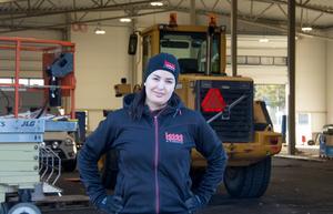 Hamida Khouane vill se fler kvinnor i yrkesrollen som elektriker.