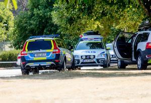 Stora polisstyrkor samlades i Fagersta under fredagen. Senare under eftermiddagen hävdes de avspärrningar som satts upp kring platsen där kvinnan hittades.