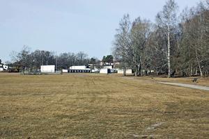 På gräsplanen vid Ekbergaskolan ville Riksbyggen bygga bostäder. Det blir inget.