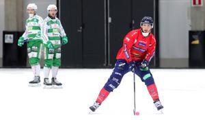 Spänt möte mellan Edsbyn och Västerås när Simon Jansson ställs mot sina gamla lagkamrater i VSK. Du ser prestigemötet på bandypuls.se 20 november.