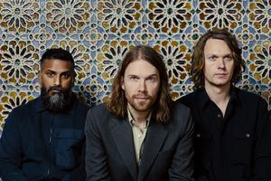 Deportees. Från vänster:  Thomas Hedlund, trummor, Peder Stenberg sång och Anders Stenberg, gitarr. Pressbild.