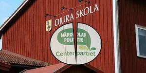 Alliansen med centern i spetsen föreslår en nedläggning av Djura skola. Centerkvinnorna i Leksand tror däremot att  det vore ett svek mot befolkningen i bygden.
