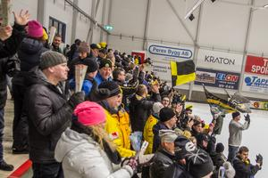 Hemmapubliken trivdes och höll uppe stämningen genom hela matchen mellan Broberg och Bollnäs.