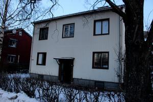 Nyligen löste kommunen in villan för två miljoner och nu väljer man att hyra ut den på korttidskontrakt till Ludvika församling. Därmed kommer församlingen att ha boenden för ensamkommande på två platser i kommunen.