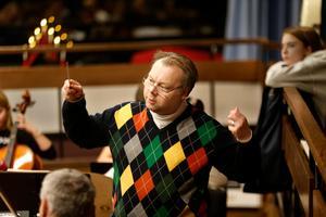 Niclas Blixt leder konserten på Estrad.