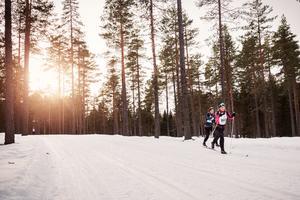 Fina spår och fint glid. Sara och Anna, som satsat hårt på att klara Halvvasan klarade loppet och satsar framåt.