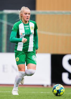 Klara Folkesson lämnade Göteborg för att gå fotbollslinjen på Fredrika Bremergymnasiet i Stockholm. Men efter tre år i huvudstaden väljer nu 19-åringen att testa något nytt. Foto: Bildbyrån