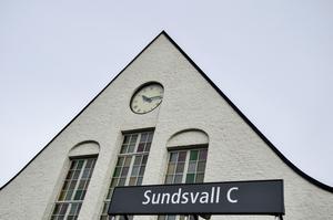 Sundsvall ska få Sveriges snabbaste tåg. De ska maxa tåget i 250 kilometer i timmen. Tillåt mig tvivla, skriver