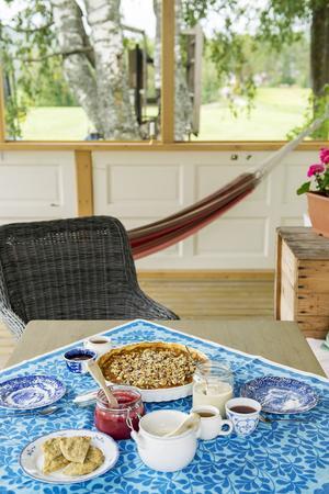 Dukat för fika på Wärmes veranda!
