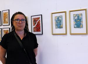 Maritha Östlund ställer ut sin symbolkonst.
