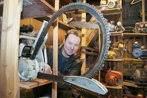 Anders Saxholm från Grythyttan har sågar från golv till tak i sitt egna museum. Han köpte sin första såg 1988  och efter mer än 30 år har han drygt 1000 stycken.