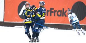 Mikael Olsson har precis satt dit 2–1 till Falu BS.
