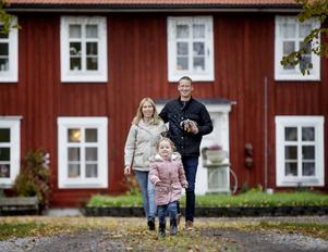 Loviseholms gård är stor och bär på mycket historia.