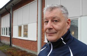 Tommy Albinsson, kommunens tjänsteman i beredskap, fanns på plats vid skolan under förmiddagen för att hjälpa till med fortsatta planer med anledning av de bränder som drabbat skolan under kort tid.