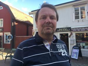 Roland Lindblad, 53, Bergshamra: – Ja, absolut. Jag tittar om det är renstädat, om det är avtorkade bord och om personalen ser hel och ren ut. Gör de inte det, går jag ut.