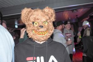 Dataspelsbjörn med otäcka tänder.