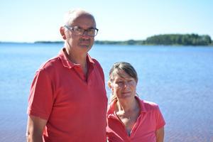 Gerrit och Els Groeneveld är inte nöjda med kommunens ersättning för att de håller stranden ren.