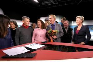 Lars-Gunnar Larsson överraskades mitt i sändning av kollegorna.