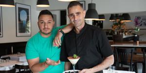 Alexander Martínez med sin kock Endre Vegh.