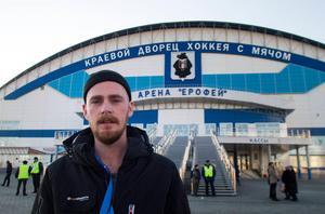 Rikard Bäckman utanför Erofey Arena i Chabarovsk 2015.
