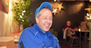 Åke Norman från Husum älskar backhoppning. Han har många minnen från sina 50 år i backen.