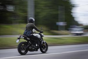 Att färdas på motorcykel är ett utmärkt sätt att undvika coronasmittan. Men det finns andra risker. Sveriges MotorCyklister tipsar om vad en knutte ska vara uppmärksam på.