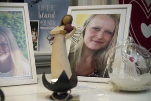 Det har gått ett och ett halvt år sedan mordet på 19-åriga Tova Moberg. Nu delas ett pris ut till hennes minne inom Hudiksvalls simsällskap.