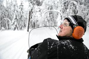Förutom fyrhjuling har Bengt Lock och spårarna också tillgång till skoter från föreningarna Bjursås Ok och IK.