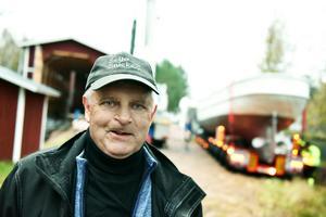 Kennet Karlsson berättar att det är en enorm känsla att få ta emot fartyget igen. Här har det precis anlänt till båthuset.