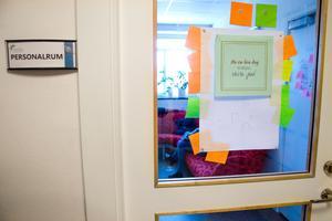När ST besökte personalrummet på skolan var det ingen som kunde svara på vem som är rektor. Ingen ville heller bli citerad med namn eller vara med på bild.