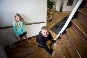 Emma och Edvin trivs i det nya huset – och med livet i Söråker.