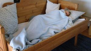 Många ME-sjuka är helt eller delvis hembundna och de svårast drabbade kan aldrig lämna sin säng på grund av sina allvarliga symptom. Det skriver insändarskribenterna som berättar om svårigheten att få rätt diagnos och bristen på forskning om sjukdomen.