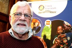 Bo Bergman berättar gärna om den välgörenhet som möjliggörs genom Rotaryklubbarnas konstrunda i Ljungandalen.
