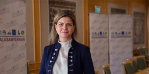 """""""Om vi ska nå målet om en jämlik hälsa så behöver bemötandet av hbtq-personer inom hälso- och sjukvården bli bättre"""", skriver Sofia Jarl (C) . Foto: Stina Rapp"""