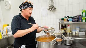 Åsa Lundström, kock i specialköket, tycker att det var bra med införandet av läkarintyg.