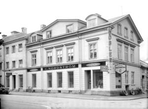 C. Nordströms möbelaffär med likkistfabrik låg på Ruddamsgatan 41... Foto: Ateljé Carl Larsson/Länsmuseet